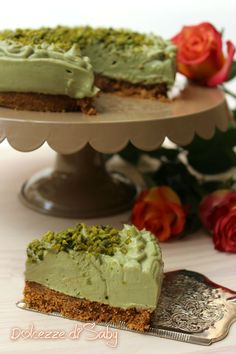 Cheesecake al pistacchio delicata morbida senza cottura ne uova farina o gelatina, una cheesecake facile e semplice da preparare ✫♦๏💟☘‿FR Jul ‿❀🎄✫🍃🌹🍃❁`✿~⊱✿ღ~❥༺✿༻♛༺♡⊰~♥⛩ ⚘☮️❋ Ricotta Cheesecake, Cheesecake Recipes, Dessert Recipes, Pistachio Cheesecake, Italian Desserts, Just Desserts, Delicious Desserts, Torta Chiffon, Food Cakes