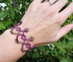 Classic Edge bracelet in tatting by Marilee Rockley
