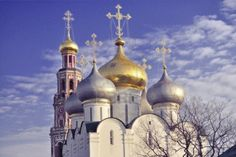 68-golden-crosses-and-domes-of-smolenski-cathedral-and-bell-tower-of-famous-novodevichy-convent