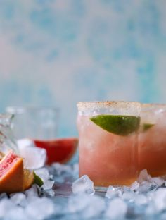 pink grapefruit margaritas with chili salt I howsweeteats.com Summer Cocktails, Cocktail Drinks, Fun Drinks, Yummy Drinks, Cocktail Recipes, Beverages, Yummy Food, Buffets, Chili