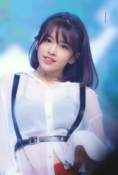 K-Pop Babe Pics – Photos of every single female singer in Korean Pop Music (K-Pop) Cute Girls, Cool Girl, Pre Debut, Yu Jin, Japanese Girl Group, Kim Min, Female Singers, Face Shapes, Kpop Girls