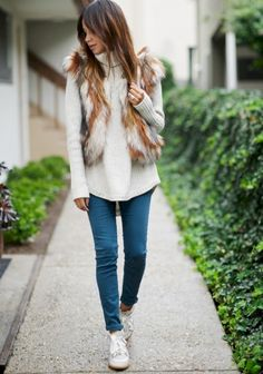 nice 41 Comfy Faux Fur Casual Outfits Ideas https://attirepin.com/2017/11/19/41-comfy-faux-fur-casual-outfits-ideas/