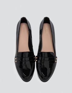 Pull&Bear - mujer - calzado - zapatos planos - loafer detalle tachas - negro - 11165211-V2017