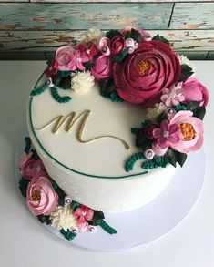 Buttercreme D R E A M S🌸⭐️ Schönen Sonntag! - Cake ideas - wedding cakes cakes elegant cakes rustic cakes simple cakes unique cakes with flowers Gorgeous Cakes, Pretty Cakes, Cute Cakes, Amazing Cakes, Beautiful Birthday Cakes, Gorgeous Dress, Bolo Floral, Floral Cake, Cake Cookies