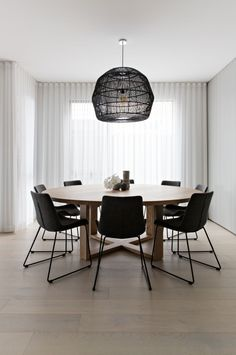 50 Beautiful Scandinavian Dining Room Design Ideas - Now it is easy to dine in style with traditional Swedish dining chairs. Entertain friends as well as show off your wonderful Swedish home furniture. Round Wooden Dining Table, Dining Table Design, Round Tables, Oak Table, Rustic Table, Grey Upholstered Dining Chairs, Hack Ikea, Esstisch Design, Dining Room Inspiration