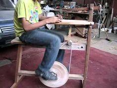 caladora manual unidad de tracción pedal 320 ciclos por minutos estructura liviana de madera posibilidad de calar metal