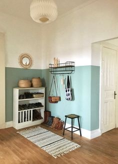 color in the hallway - Paint halfway up the hallway? -New color in the hallway - Paint halfway up the hallway? Decoration Hall, Home Interior, Interior Design, Sweet Home, Living Spaces, Living Room, Home Accents, New Homes, Room Decor