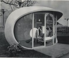 Two couples in a futuristic family telephone booth at the New York… - Ретрофутуризм. Retrofuturism
