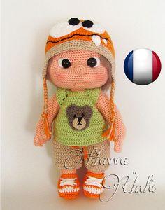 Français Modèle - La poupée avec sa Chapeau de Monstre et Vêtements (crochet, amigurumi)
