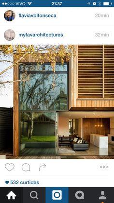 Casa vidro e madeira