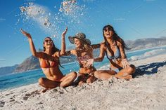 May 2018 - Female friends enjoying holidays by Jacob Lund Photography on Cute Beach Pictures, Beach Photos, Best Friend Pictures, Friend Photos, Beach Trip, Summer Beach, Shotting Photo, Beach Vibes, Beach Friends