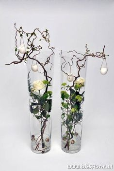 unusual easter roses and eggs decoration ~ Leuke vazen met Pasen… Deco Floral, Arte Floral, Ikebana, Wedding Decorations, Christmas Decorations, Christmas Arrangements, Deco Nature, Easter Crafts, Flower Designs