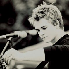 Hunter Hayes I love him!!!! I love his voice he is awesome one of the best! He is great live!!! I wish I could meet him!! Also I love his songs!