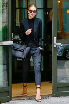 Mote trender - vinter 2018 Street fashion - Page 21 of 66 - mote-antrekk. Fashion Mode, Office Fashion, Work Fashion, Street Fashion, Fashion Outfits, Womens Fashion, Workwear Fashion, Fashion Edgy, Workwear Women