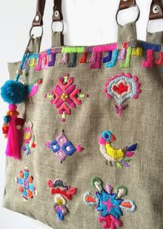 Tendance Sac 2018 : Bolso de lino bordado - Whirl Tutorial and Ideas Embroidery Purse, Cross Stitch Embroidery, Embroidery Patterns, Diy Sac Pochette, Boho Bags, Linen Bag, Fabric Bags, Handmade Bags, Handmade Bracelets