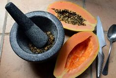 As well as papaya, its seeds are also beneficial to health. papaya seeds are a rich source of micronutrients. polyphenols and flavonoids are present in papaya seeds acting as antioxidants which are beneficial for our health. Sumo Natural, Natural Skin, Onigirazu, Hair Growth Treatment, Natural Home Remedies, Herbalism, Healthy Living, Healthy Life, Stay Healthy