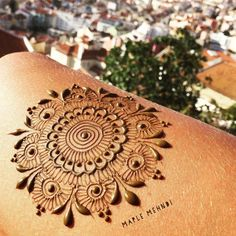 """Today is my last day in Lisbon! Hard to believe it's time to head back to the US and get ready for another henna season on Martha's Vineyard! Enjoyed doing some henna doodles on my leg while looking over this incredbile view of the city. My brain is full of all kinds of new designs from the beautiful tiles around Portugal. I'm so lucky that going back to """"work"""" is the thing I love most! #hennatime #travel #insperation #ideas #create #makearteveryday #lisbon #Portugal #lisboa…"""