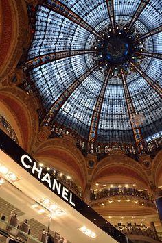 parisbeautiful:  La Fayette by viaggionelmondo on Flickr.
