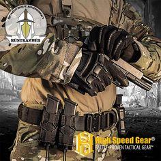 Polymerklammern halten das Magazin zuverlässig, bestens geschützt in der Magazintasche und ist jederzeit geräuschlos schnell zur Hand. Pistolen- & Gewehrmagazine  #highspeedgear #magazintasche #taco #taktischeausrüstung #tacticalequipment #rüstkammer #edelweissadventure #molle High Speed, Outfits, Tactical Gear, Taschen, Pistols, Outfits Fo, Suits, Clothes, Dresses