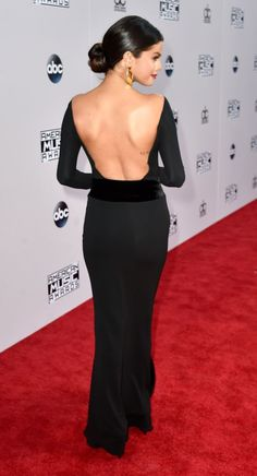 Selena Gomez wows on red carpet before performing emotional ...