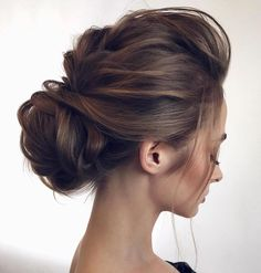 17 Trendy and Chic Updos for Medium Length Hair - Highpe