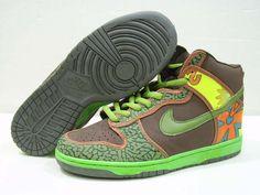Nike Dunk SB High Pro SB De La Soul Brown Green Nike Shoes Online, Discount Nike Shoes, Things To Buy, Stuff To Buy, Classic Sneakers, Nike Dunks, Skate Shoes, Nike Sb, Jordan Shoes