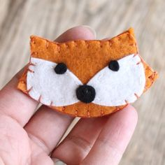 Get foxy with this simple felt fox brooch. Free template provided.thanks so xox