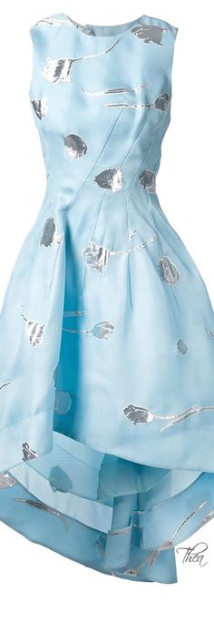 Wunderbar weiblich! Sommerkleid in pastelligem Hellblau (Farbpassnummer 17) Kerstin Tomancok Farb-, Typ-, Stil & Imageberatung
