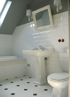 BAZAAR BRAZIL: Metro Tiles Retro Bathrooms, Bathroom Style, Vintage Bathrooms, White Tile Floor, Vintage Bathroom Tile, Interior Design Living Room, Bathroom Flooring, Bathrooms Remodel, Bathroom Inspiration
