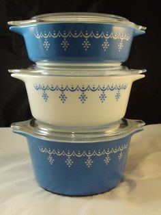 Vintage Pyrex Snowflake Garland Set of 3 Casseroles with Lids- Blue and White