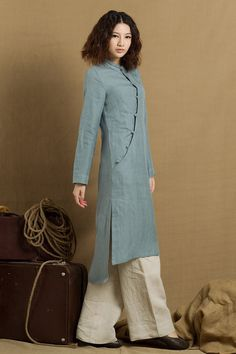 long linen tunic with exquisite buttons romantic royal style. two pockets., Beach Outfits, long linen tunic with exquisite buttons romantic royal style. two pockets. longsleeve, suitable for chilly days. made of washed line. Kurti Neck Designs, Kurta Designs Women, Blouse Designs, Linen Tunic Dress, Linen Dresses, Tunic Blouse, Mode Hijab, Indian Designer Wear, Cami Tops