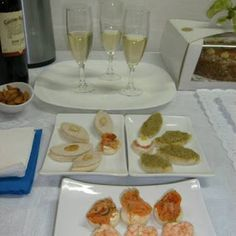 servicio coctel 2019 banquetes: banqueteria despachos santiago canapes brochetas e... Pisco Sour, Chefs, Canapé Simple, Canapes, Sushi, French Toast, Tacos, Mexican, Breakfast