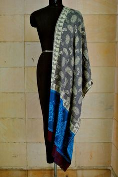 A luxurious Pashmina wrap is the perfect fashion accessory for any season. This shawl is reversible, giving you two different looks! ①This shawl is hand woven. Pashmina Wrap, Pashmina Shawl, Floral Scarf, Shawls, Scarf Wrap, Alexander Mcqueen Scarf, Paisley, Scarves, Cashmere
