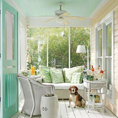 Screened-In Lounge – Tiny Porches and Patios That Are Giving Us Major Inspiration – Southernliving. This comfortable porch is the perfect spot for sipping a glass of wine on a breezy, warm evening. Source by Porch Kits, Porch Ideas, Pergola Ideas, Patio Ideas, Pergola Patio, Pergola Plans, Pergola Kits, Yard Ideas, Small Pergola