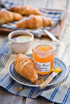 Breakfast with jam and croissant Breakfast And Brunch, Good Morning Breakfast, Breakfast In Paris, European Breakfast, Breakfast Croissant, Perfect Breakfast, Sunday Morning, Café Chocolate, Pause Café