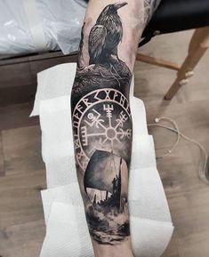 25 Tatouages Vikings Avec Des Symboles Nordiques 25 Vikings Tattoos With Nordic Symbols Norse Mythology Tattoo, Norse Tattoo, Celtic Tattoos, Loki Tattoo, Pagan Tattoo, Tattoo Maori, Nordic Symbols, Viking Symbols, Tattoo Sleeve Designs