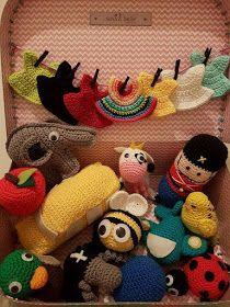 Herlige Hæklerier: Hæklet sangkuffert Crochet Game, Crochet For Kids, Diy Crochet, Crochet Toys, Amigurumi Patterns, Crochet Patterns, Doll Clothes Patterns, Crochet Animals, Diy Baby