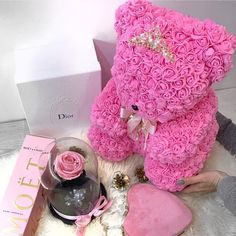 The luxury rose teddy bear 🧸 me trendafila te kuq, ro. Cute Pink, Pretty In Pink, Her Wallpaper, Valentine Day Gifts, Valentines, Luxury Flowers, Decoration Piece, Girly Things, Flower Arrangements