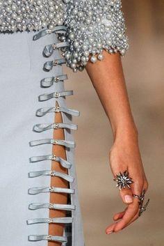Moda en detalles: Joyas en Alta Costura. Como un cuento para soñar.