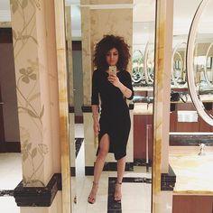 Late night London Langham style  #London #city #citylife #citygirl #cocktailhour #curlsandcocktails #selfie #legsout #lbd #black #bighair #curlyhair #curly #curls #curlygirl #mixxxedchicks #instalike #picoftheday by afrorapunzel