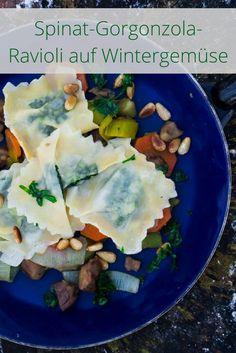 Wahres Soulfood: Spinat-Gorgonzola-Ravioli auf Wintergemüse mit Maronen, Karotten und Lauch.