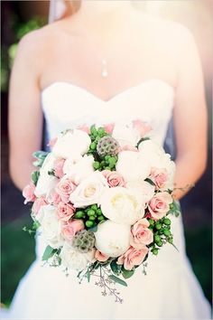 White, green, and pink bouquet. Captured By: Jenny Naima Photography #wchappyhour #weddingchicks http://www.weddingchicks.com/2014/09/15/jenny-naima-photography/