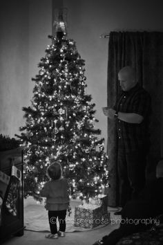 Madison Rose Photography #Merry #Christmas #ChristmasTree #Tree #Photography #Photographer #Lights #Holidays #Decorating #Family
