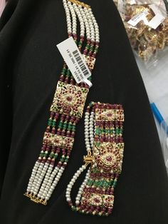 Antique Jewellery Designs, Gold Jewellery Design, Hyderabadi Jewelry, Rajputi Jewellery, Bridal Jewelry Sets, Bridal Jewellery, Indian Wedding Jewelry, India Jewelry, Simple Jewelry