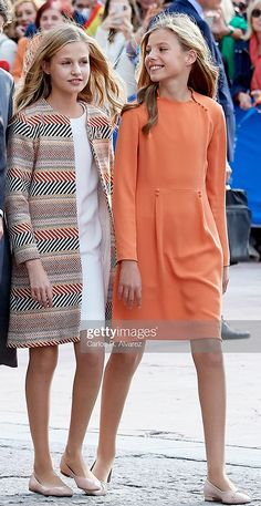 Princess Leonor of Spain and Princess Sofia of Spain arrive at Oviedo. Kids Clothes Uk, Vintage Kids Clothes, Girls Fashion Clothes, Tween Fashion, Royal Fashion, Modest Fashion, Style Royal, Mode Simple, Indian Girls Images