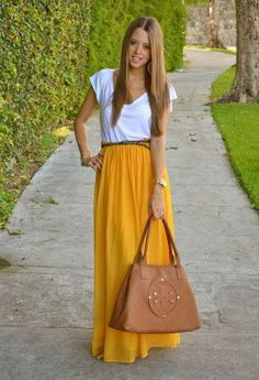 Love long skirts. Like this kind of look in general. Mommy friendly.
