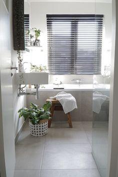 www.jellinadetmar.nl BLOG Planten stylen in de badkamer 💚 Vandaag een leuke gastblog van Rachelle @huiswaarts, Ik krijg geregeld vragen over de planten in mijn badkamer, dus ik dacht: ik wijd er eens een blog aan! Ik heb een lijstje met planten samengesteld die het goed doen in de badkamer, mits je daar zonlicht hebt natuurlijk #badkamer #interieur