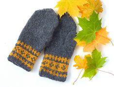 Tante er Fortsatt Gal! - Dette er Norges største Strikkeblogg. Trenger du inspirasjon når det gjelder strikking? Tips og Gode råd? Kanskje en strikkeoppskrift eller 2? Da er det bare å scrolle seg nedover. Takk for at nettopp DU stakk innom. Fingerless Mitts, Mittens Pattern, Most Beautiful Pictures, Presents, Autumn, Knitting, Design, Fingerless Mittens, Tricot