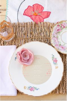 Such a cute and flowery table setting idea sure to brighten up any event! See more of the talented Lisa Mathewson's photography here. www.weddingchicks.com/vendor-guide/lisa-mathewson-photography/