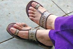 These chappals goes with both formal and ethnic wear